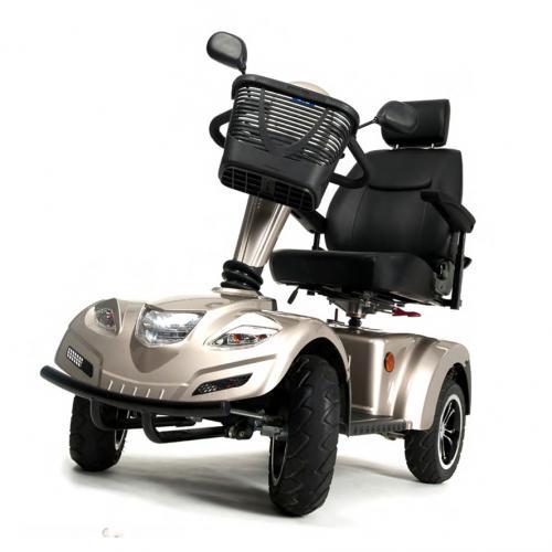 LAND – design della fanaleria posteriore, sedili in pelle moderni e comodi, luci anteriori e posteriori.